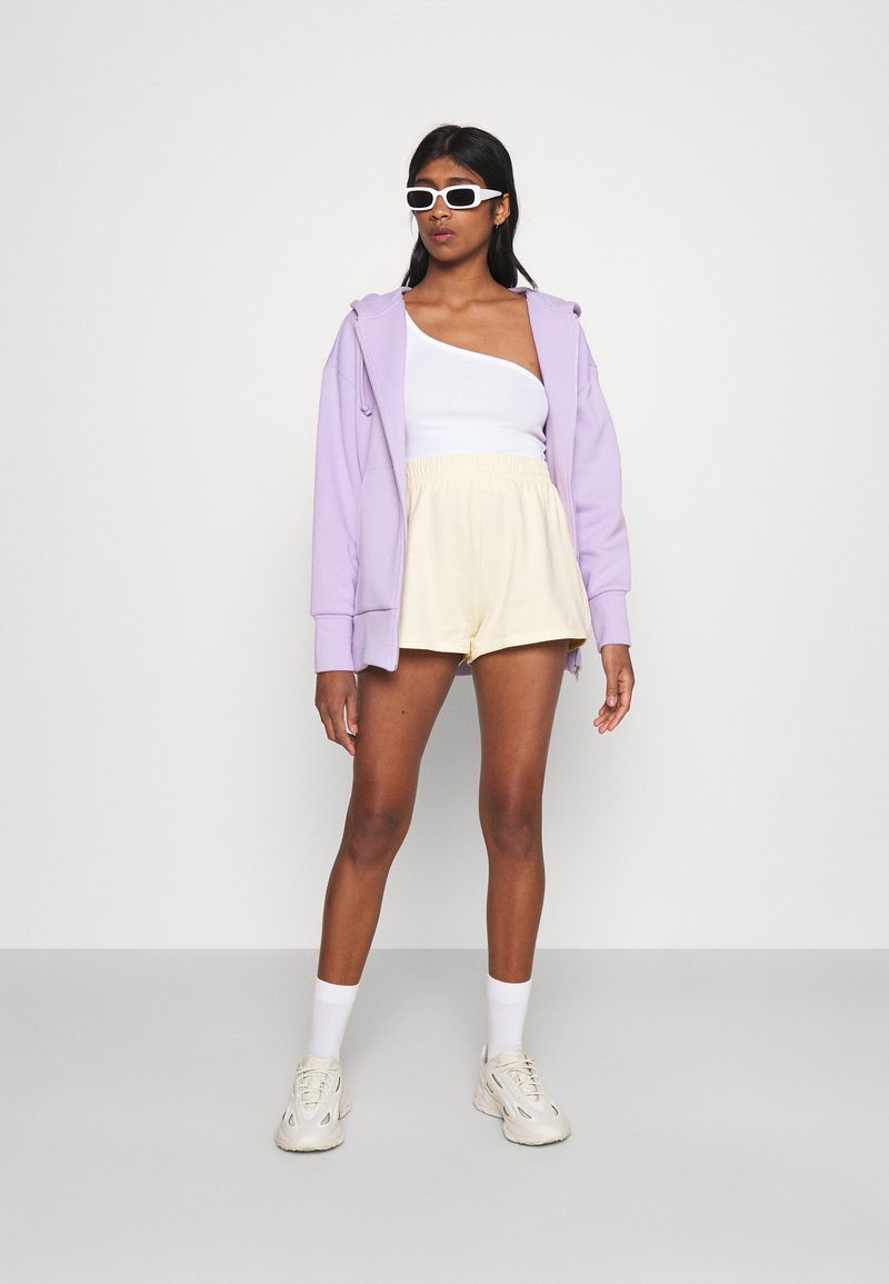 Monki - ZOE 2 PACK - Shorts - purple/yellow dusty light