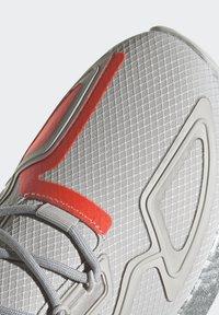 adidas Originals - ZX 2K BOOST UNISEX - Tenisky - grey one/silver metallic/solar red - 8