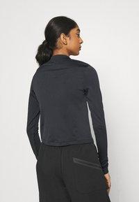 Nike Sportswear - AIR MOCK - T-shirt à manches longues - black/iron grey/white - 2