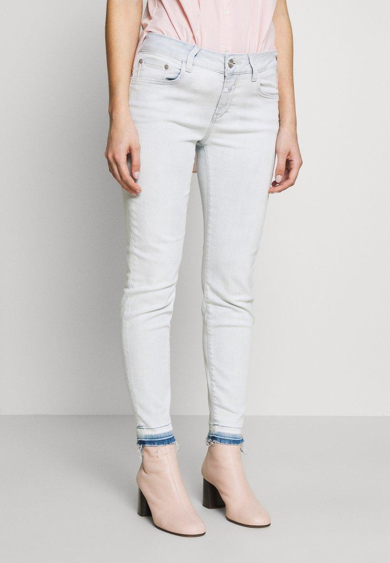 CLOSED - BAKER - Jeansy Slim Fit - extrem light