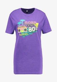 Merchcode - LADIES BORN IN THE 80S TEE - Print T-shirt - ultra violet - 4