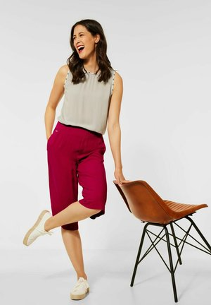 LOOSE FIT MIT WIDE LEGS - Shorts - rot