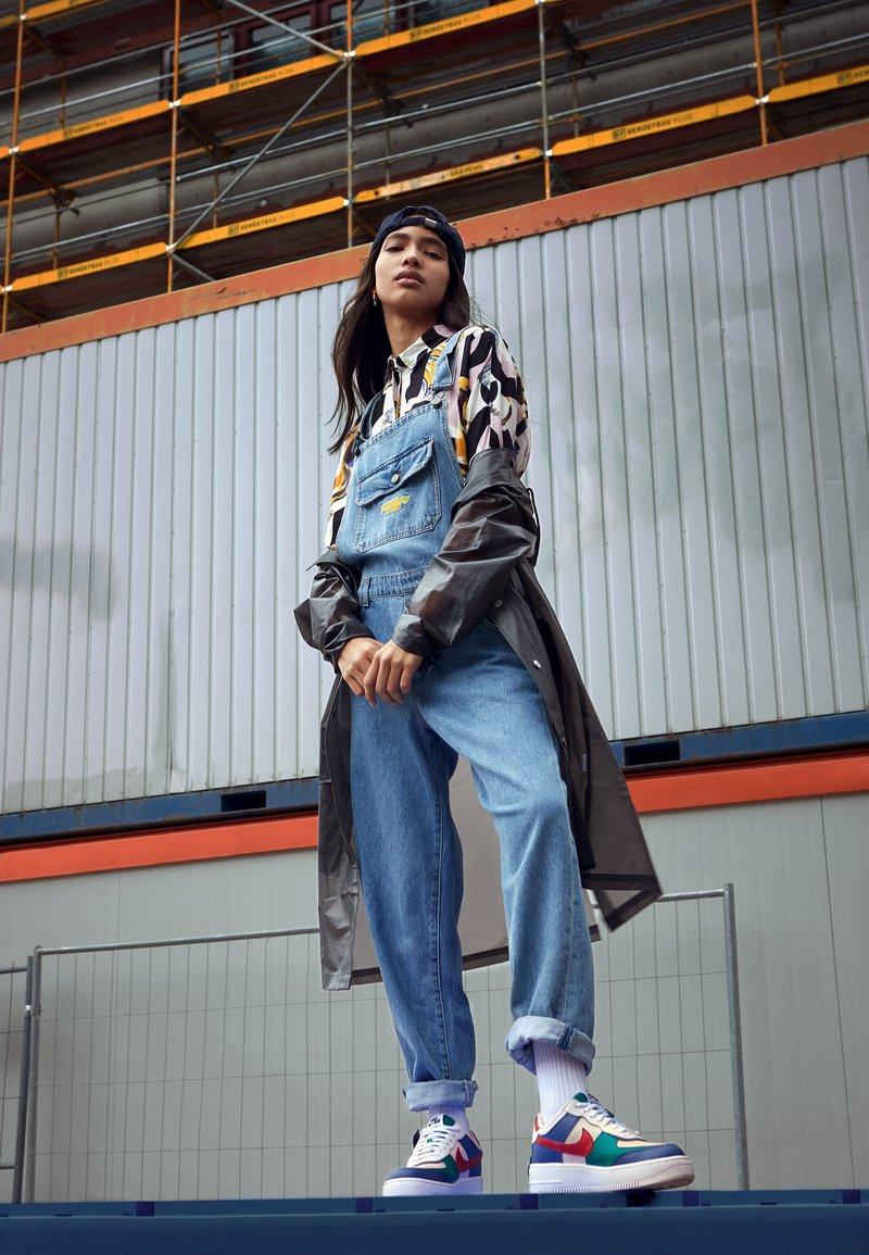 Nike Sportswear Air Force 1 Shadow Zapatillas Mystic Navy White Echo Pink Azul Marino Zalando Es Nike air force 1 shadow серые кроссовки. air force 1 shadow zapatillas mystic navy white echo pink