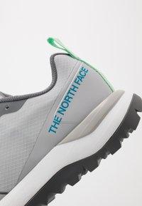 The North Face - WOMEN'S ACTIVIST LITE - Hikingsko - micro chip grey/zinc grey - 5