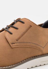 Madden by Steve Madden - CLIPER - Sznurowane obuwie sportowe - cognac - 5