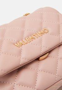 Valentino Bags - OCARINA - Sac bandoulière - cipria - 3