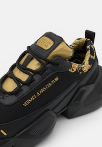 Versace Jeans Couture - Trainers - black/gold - 5