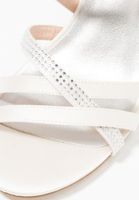 Tamaris - Korolliset sandaalit - ivory - 2