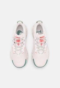 Nike Performance - PEGASUS TRAIL 3 - Obuwie do biegania Szlak - light soft pink/aluminum/magic ember/bicoastal-oil green/phantom - 3