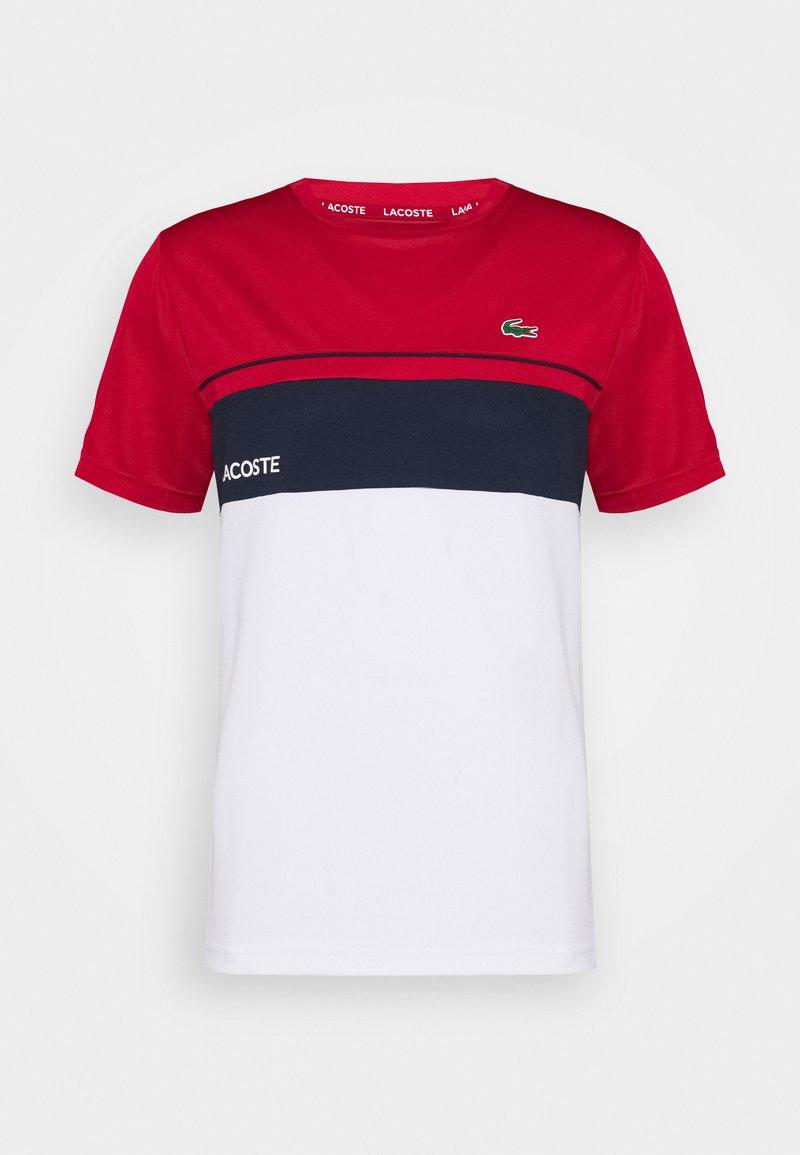 Lacoste Sport - TENNIS BLOCK - T-shirt med print - ruby/white/navy blue