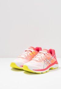 ASICS - GT-2000 7 - Zapatillas de running neutras - white/laser pink - 2