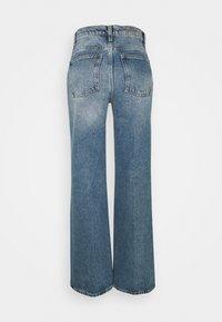 House of Dagmar - ALBA - Flared jeans - medium blue - 5
