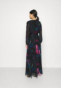 Guess - EKATERINA DRESS - Długa sukienka - botanical flow - 2
