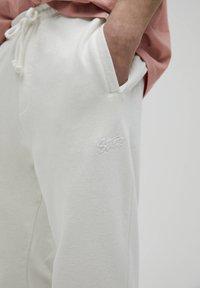 PULL&BEAR - Pantaloni sportivi - white - 4