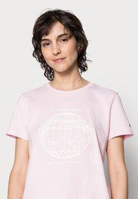 Tommy Hilfiger - ONE PLANET - Print T-shirt - pastel pink - 3