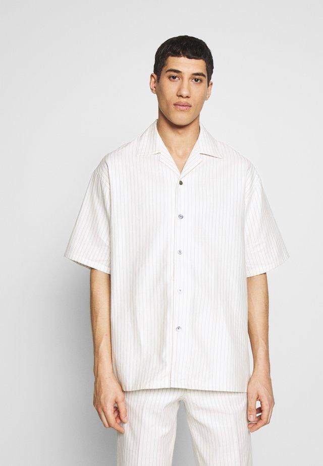 DICKIE  - Camisa - white pinstripe