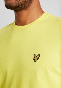 Lyle & Scott - T-shirt - bas - buttercup yellow - 4