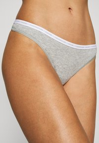 Calvin Klein Underwear - THONG 2 PACK - Tanga - grey heather