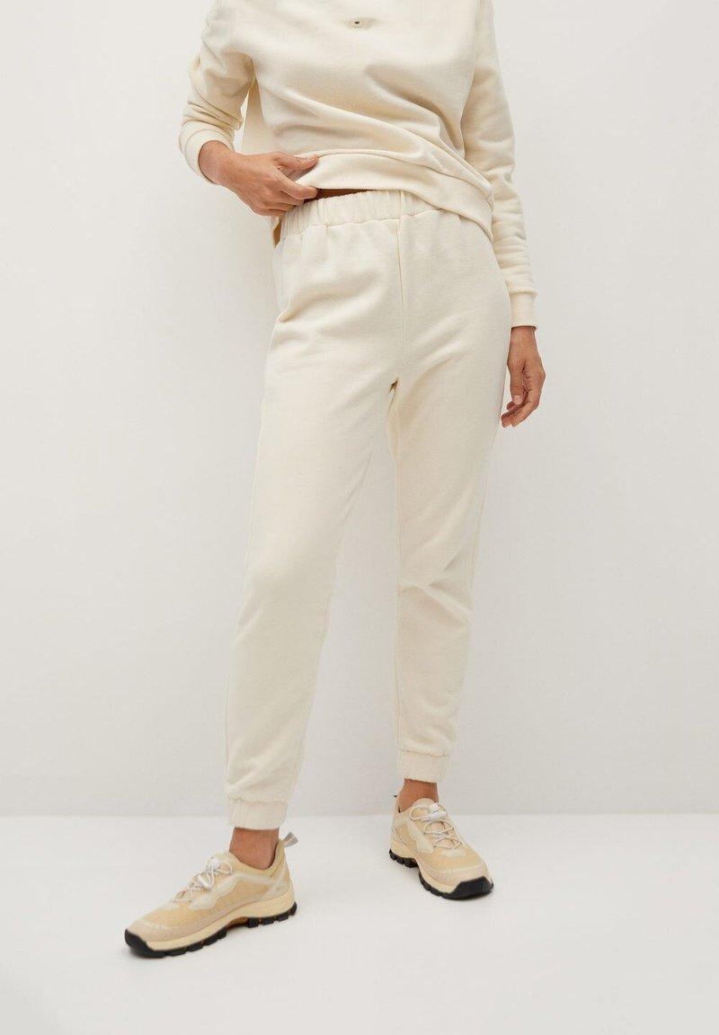 Mango - RIVY-I - Teplákové kalhoty - ecru
