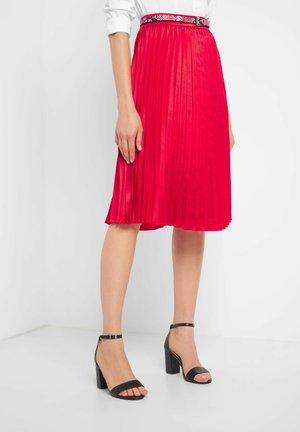 MIT GÜRTEL - A-line skirt - tangorot