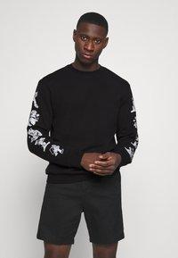 adidas Originals - GOOFY CREW - Sweatshirt - black - 0