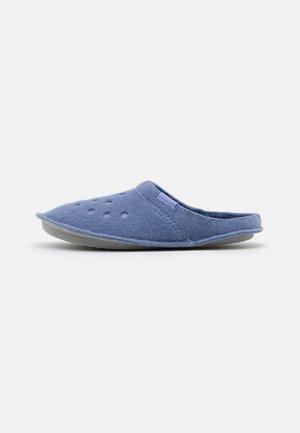 CLASSIC ROOMY FIT - Domácí obuv - lapis