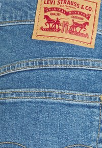 Levi's® - MOM LINE  - Short en jean - light blue denim - 5