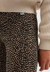 WE Fashion - MET DESSIN - Broek - light brown - 1