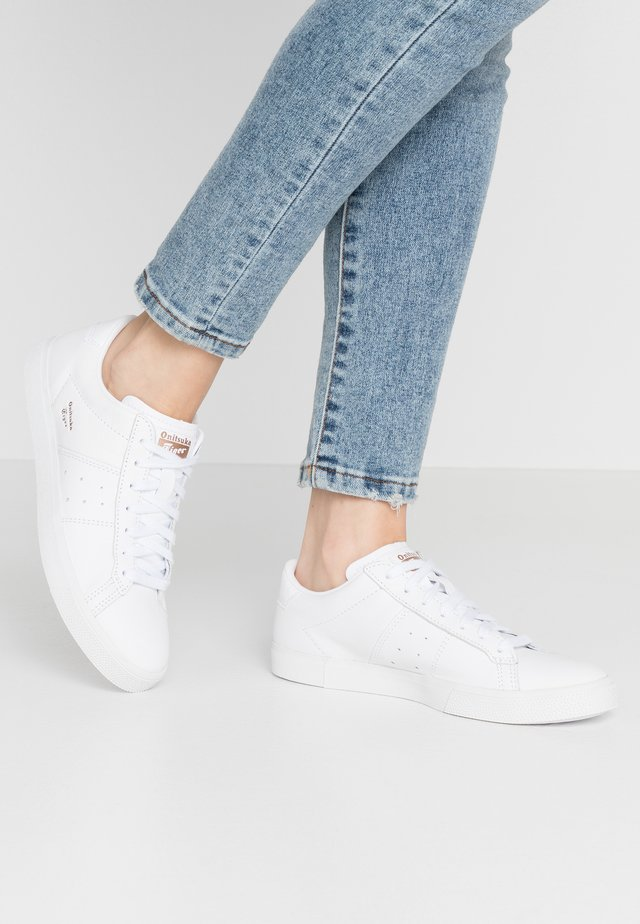LAWNSHIP RE-ENGINEREERED - Trainers - white