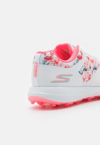 Skechers Performance - GO GOLF MAX - Golf shoes - white/multicolor - 5