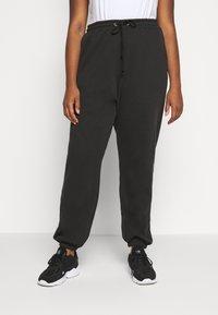 Missguided Plus - PLUS SIZE JOGGERS - Teplákové kalhoty - black - 0