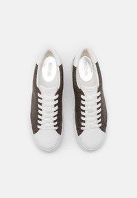 MICHAEL Michael Kors - CHAPMAN LACE UP - Sneakersy niskie - brown - 4