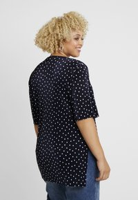 Simply Be - PLISSE STEPPED HEM - T-shirts med print - navy - 2
