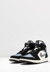 Jordan - AIR 1 MID SE - Höga sneakers - black/smoke grey/sail - 2