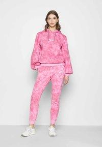 Ellesse - LORIOR - Tracksuit bottoms - pink - 1