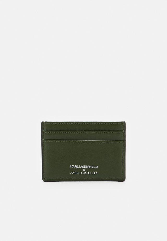 AMBER VALLETTA CARD HOLDER - Business card holder - green