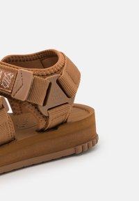 Shaka - NEO BUNGY UNISEX - Sandals - moca - 5