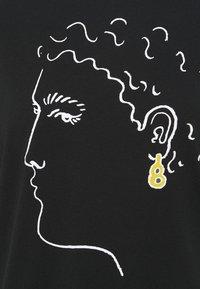 Alexa Chung - EARRING BOXY TEE - T-Shirt print - black - 5