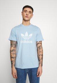 adidas Originals - TREFOIL UNISEX - T-shirts print - clesky - 0
