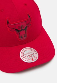 Mitchell & Ness - NBA CHICAGO BULLS PRIME LOW PRO - Club wear - red - 3