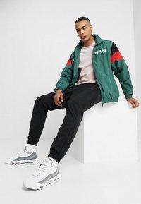 Nike Sportswear - WOVEN PANT - Tracksuit bottoms - black/anthracite/dark grey - 1