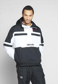 Nike Sportswear - M NSW NIKE AIR JKT WVN - Wiatrówka - white/black - 0