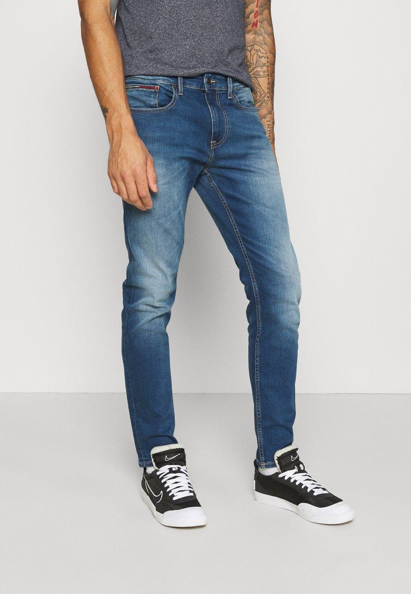 Tommy Jeans - AUSTIN SLIM - Slim fit -farkut - wilson mid blue