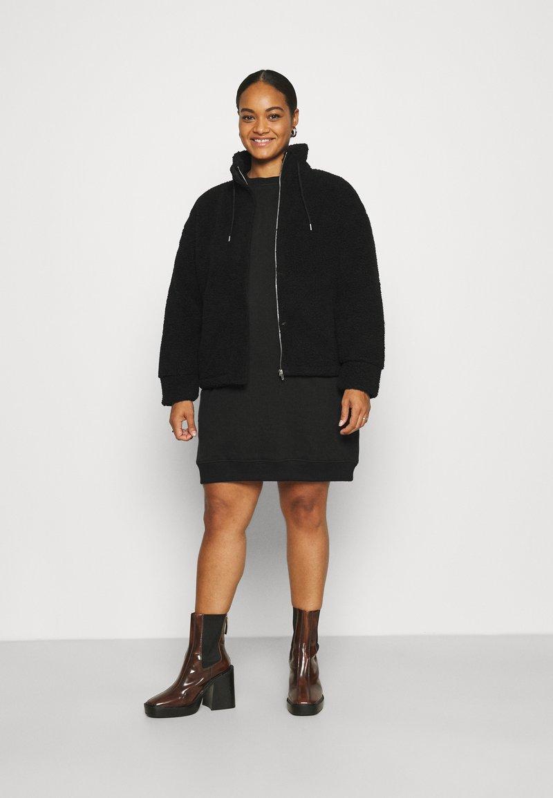 Pieces Curve - PCCAMINO JACKET - Fleece jacket - black