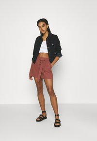ONLY - ONLVIVA EMERY BELT - Shorts - apple butter - 1