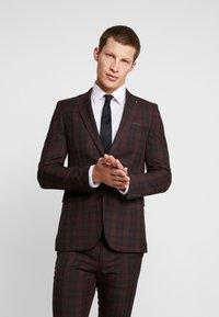 Burton Menswear London - TARTAN - Colbert - red - 0