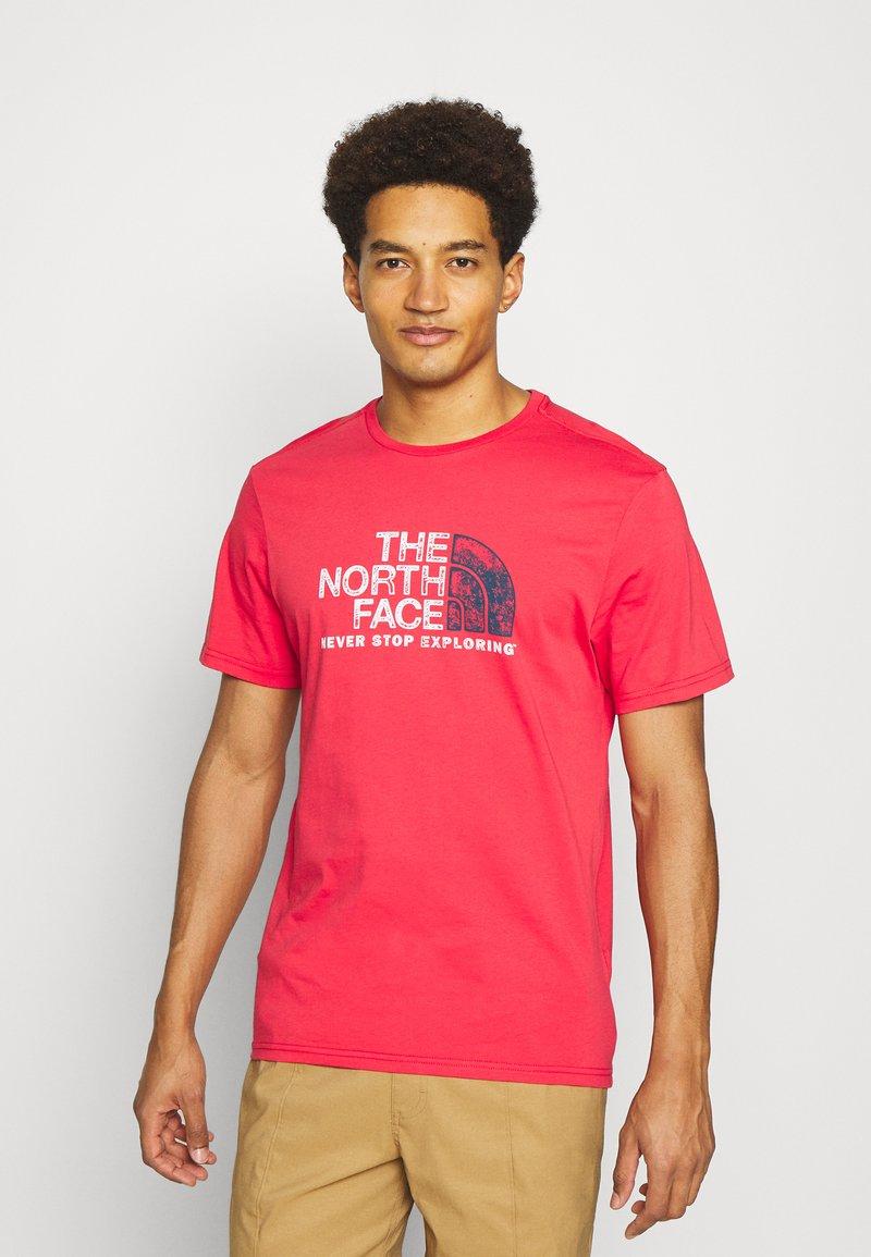 The North Face - RUST TEE  - Camiseta estampada - rococco red