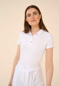 ORSAY - MIT KRAGEN - Polo shirt - weiß - 2