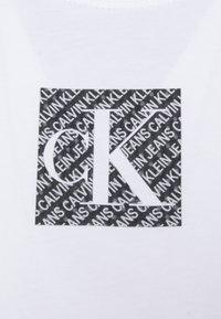 Calvin Klein Jeans - HOLOGRAM LOGO - Print T-shirt - bright white - 2