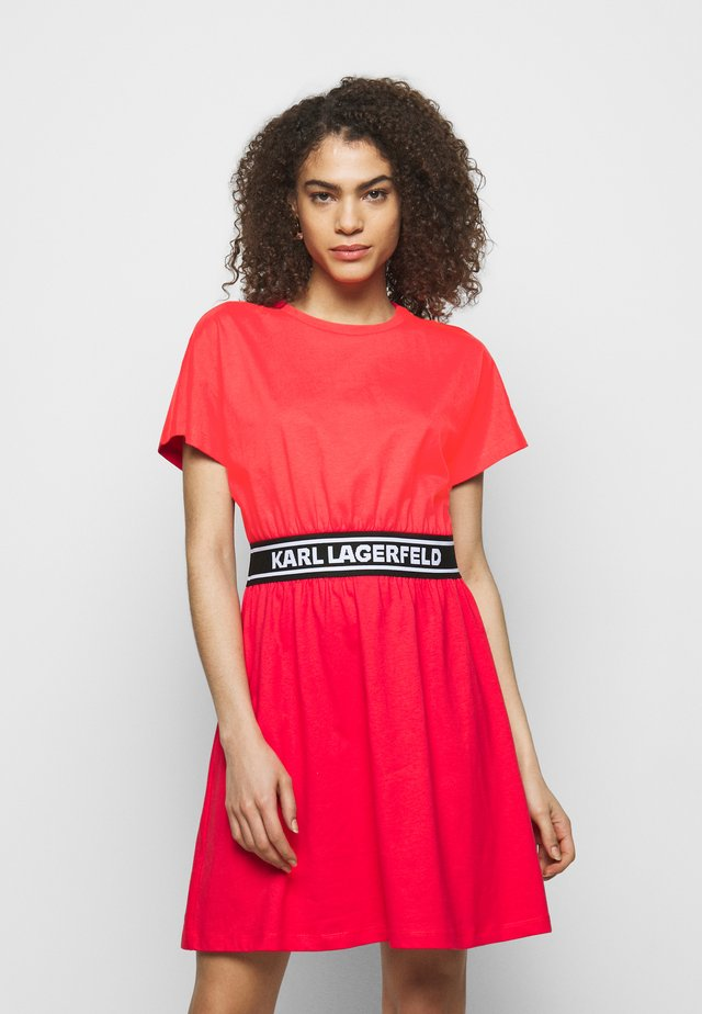 LOGO TAPE DRESS - Jerseykleid - tangerine